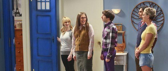 Auf dem Bild sind Bernadette, Amy, Howard, Raj und Penny zu sehen (von links)