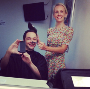 Jim Parsons mit amy grabow freeman in der Maske