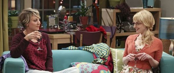 Penny und Bernadette in der The Big Bang Theory Folge Wir sind alle Chef