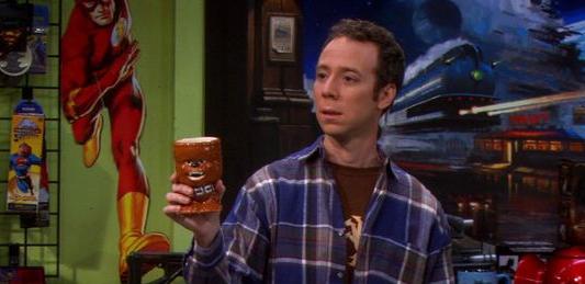 Stuart trinkt einen Tröstatini