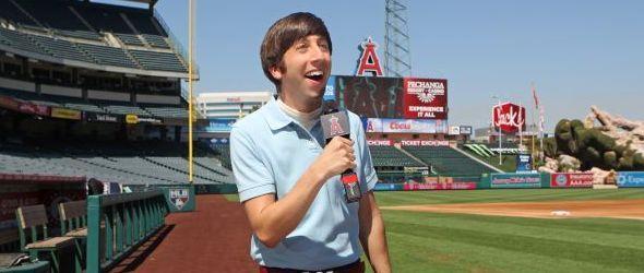 Howard am Rand eines Baseballfeldes