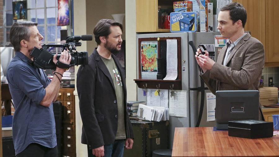 Sheldon zeigt Wil sein Schmuckstück