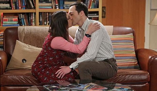 Amy und Sheldon küssen sich bis Sheldon eine dumme Frage stellt