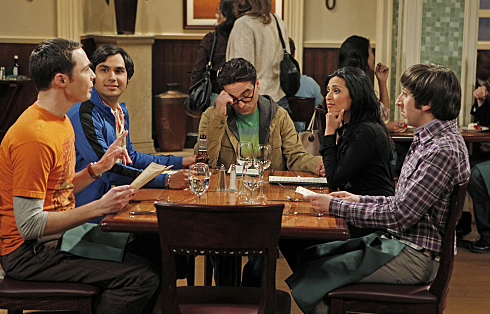 Priya findet nichts an Sheldons Gesprächsthemen