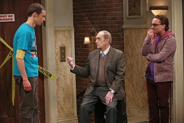 Professor Proton wurde von Leonard und Sheldon gebucht
