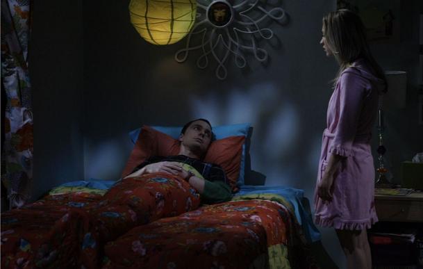 Penny tritt ihr Bett an Sheldon ab