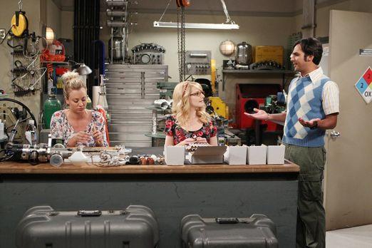 Raj überrascht Bernadette und Penny bei der Arbeit